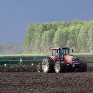 Надзор за условиями труда работающих при проведении весенних полевых работ