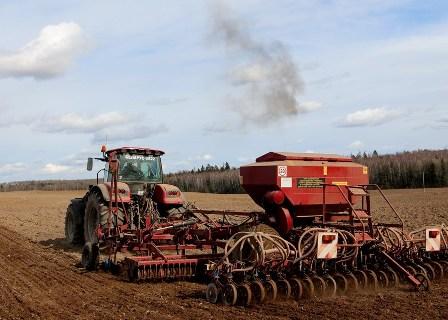 О результатах надзора  за условиями труда работающих при проведении весенних полевых работ за период с 23 по 30 апреля 2021 года